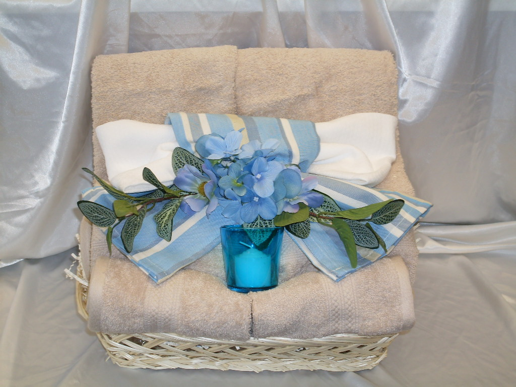 Bath Towel Gift Basket 28 Images Best 25 Towel Cakes